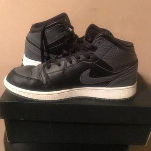 Air Jordan Retro Mid Blackdark Grey